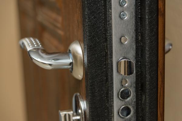Isolation phonique d'une porte d'entrée