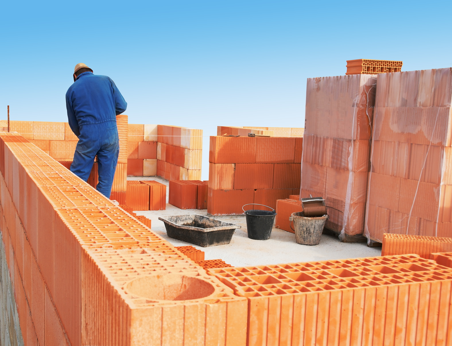 Construction briques isolantes.