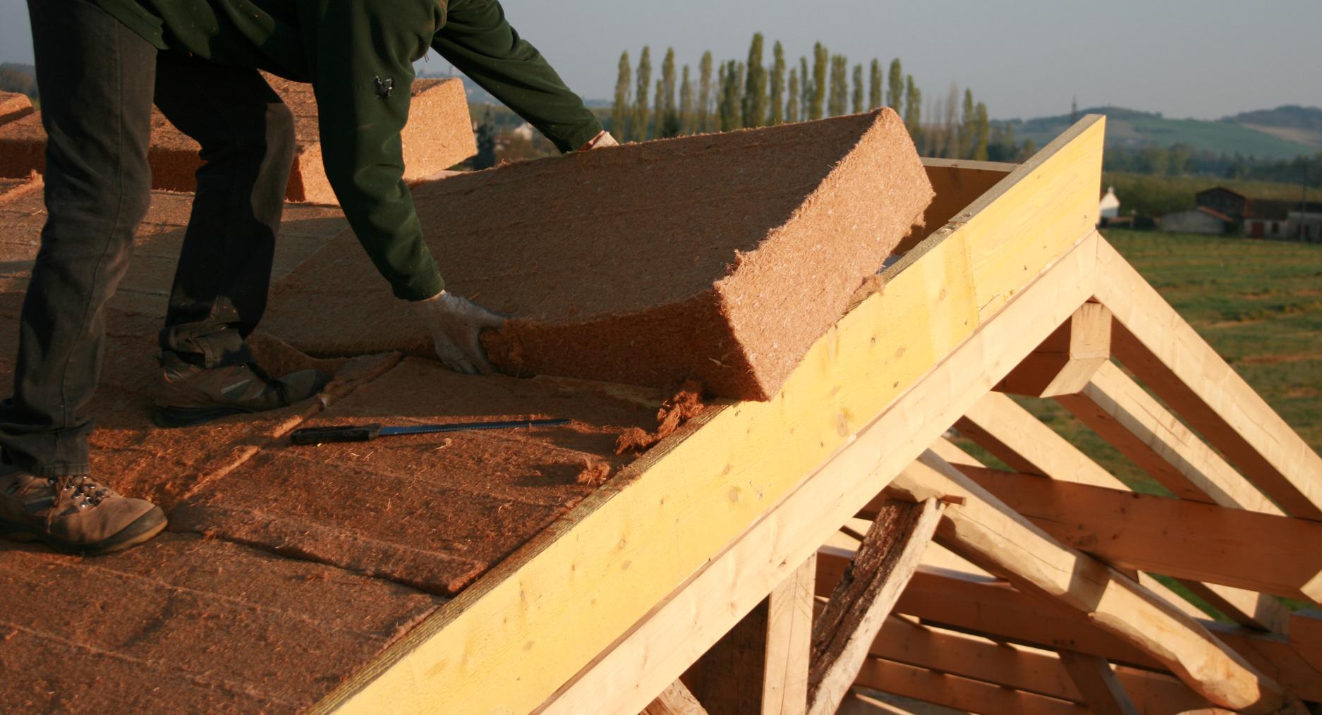 Isolation la laine de bois prix et conseils - Isolation copeaux de bois chaux ...