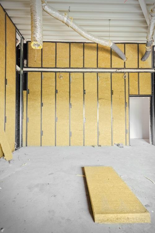Isoler un mur intérieur à la laine de verre