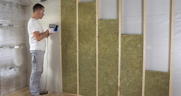 Quel prix pour une plaque de plâtre avec isolant ?