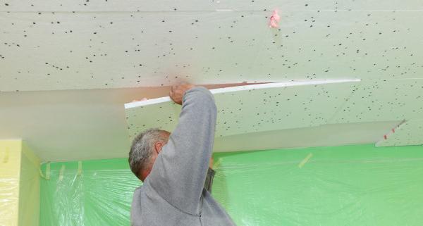 L'isolation du plafond d'un sous-sol avec du polystyrène extrudé